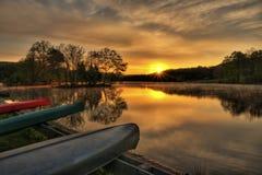 Salida del sol de la canoa Fotografía de archivo