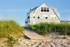 Salida del sol de la casa de playa Foto de archivo libre de regalías