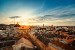 Salida del sol de la ciudad de Lviv Imagenes de archivo
