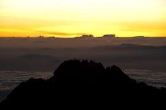 Salida del sol de la cumbre de Kilimanjaro fotografía de archivo