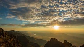 Salida del sol 690 de la cumbre de la montaña de Steens almacen de video