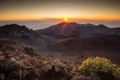 Salida del sol de la cumbre de Haleakala Fotos de archivo