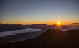 Salida del sol de la esquina 2 de la montaña del oro el 142m Imágenes de archivo libres de regalías