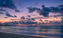 Salida del sol de la isla en Hawaii foto de archivo