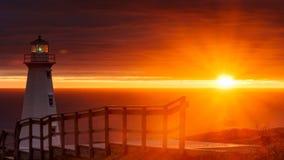 Salida del sol de la lanza del cabo en el nuevo faro Fotos de archivo