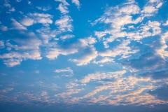 Salida del sol de la mañana con el cielo nublado Imagen de archivo libre de regalías