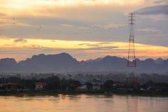 Salida del sol de la mañana con el río Mekong en Nakhon Phanom, Tailandia y foto de archivo libre de regalías