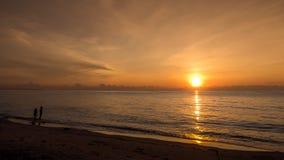 Salida del sol de la mañana en el mar Imágenes de archivo libres de regalías