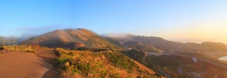 Salida del sol de la mañana en los títulos de Marín con niebla Imagen de archivo libre de regalías