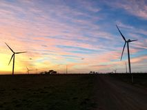 Salida del sol de la mañana de las turbinas de viento imágenes de archivo libres de regalías