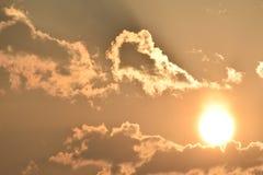 Salida del sol de la madrugada con las nubes fotos de archivo libres de regalías