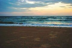 Salida del sol de la madrugada en la playa de Waimanalo en Oahu, imágenes de archivo libres de regalías