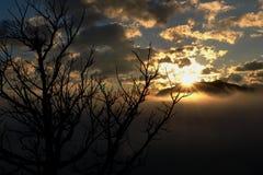 Salida del sol de la montaña fotografía de archivo