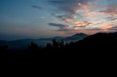 Salida del sol de la montaña Fotos de archivo