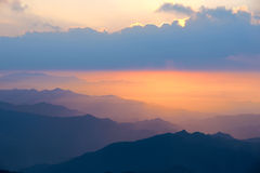 Salida del sol de la montaña Imagenes de archivo