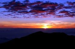 Salida del sol de la montaña imágenes de archivo libres de regalías