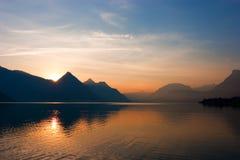 Salida del sol de la montaña Foto de archivo libre de regalías