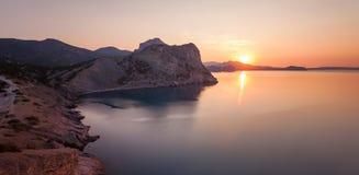 Amanecer en el Mar Negro. Foto de archivo
