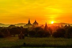 Salida del sol de la pagoda bagan Foto de archivo libre de regalías