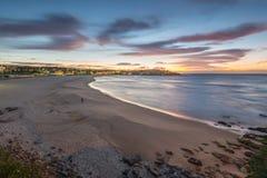 Salida del sol de la playa de Bondi Forma del este Sydney del suburbio Foto de archivo libre de regalías