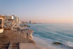 Salida del sol de la playa de Cancun Imágenes de archivo libres de regalías
