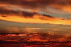 Salida del sol de la pradera antes de la tormenta del saludo Foto de archivo libre de regalías
