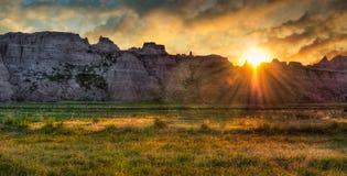 Salida del sol de la pradera de los Badlands Foto de archivo