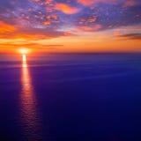 Salida del sol de la puesta del sol sobre el mar Mediterráneo Imagen de archivo libre de regalías