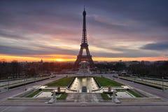 Salida del sol de la torre Eiffel fotos de archivo