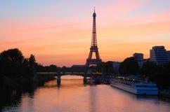 Salida del sol de la torre Eiffel, París Imágenes de archivo libres de regalías