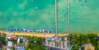 salida del sol de la visión aérea sobre el embarcadero de Chalong imágenes de archivo libres de regalías