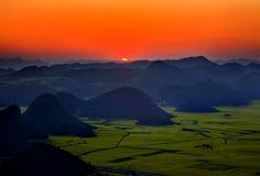 Salida del sol de las montañas Fotografía de archivo libre de regalías