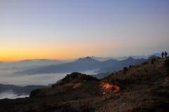Salida del sol de Minya Konka con el mar de nubes Imagen de archivo libre de regalías