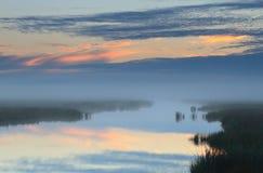Salida del sol de niebla Imagen de archivo