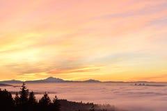 Salida del sol de niebla de Vancouver Imagenes de archivo