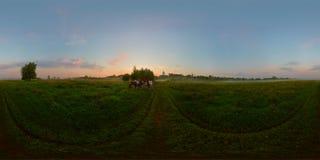 Salida del sol de niebla en panorama esférico del prado Foto de archivo libre de regalías