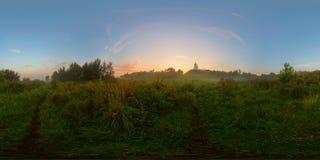 Salida del sol de niebla en panorama esférico del prado Imagenes de archivo