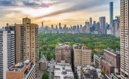 Salida del sol de Nueva York y del parque del quintal Foto de archivo libre de regalías