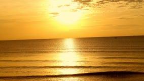 Salida del sol de oro Foto de archivo libre de regalías