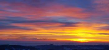 Salida del sol de oro hermosa Imagen de archivo