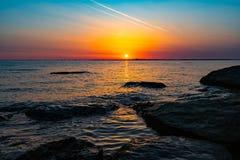 Salida del sol de oro hermosa Imagenes de archivo