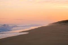 Salida del sol de oro hermosa en 90 Miles Beach Fotos de archivo libres de regalías