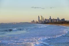 Salida del sol de oro sobre Gold Coast Fotografía de archivo