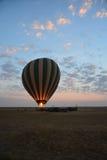 Salida del sol de Tanzania del safari del globo Foto de archivo