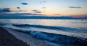 Salida del sol de time lapse sobre el océano almacen de video