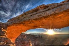 Salida del sol del arco del Mesa Imagenes de archivo