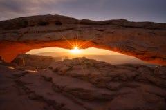 Salida del sol del arco del Mesa Imagen de archivo