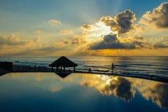 Salida del sol del centro turístico del océano Imagen de archivo libre de regalías