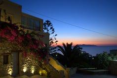 Salida del sol del cuento de hadas en Kamari, Santorini Imagen de archivo libre de regalías