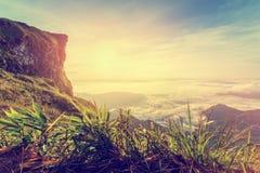 Salida del sol del estilo del vintage en la montaña máxima Fotografía de archivo libre de regalías